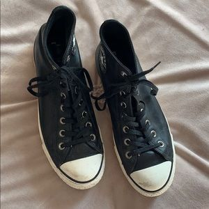 Converse Shoes - Platform Classic Converse in black leather